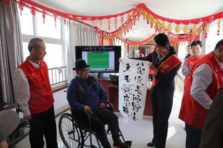 潍博志愿者们与鹤祥安养中心老年朋友们开展笔会